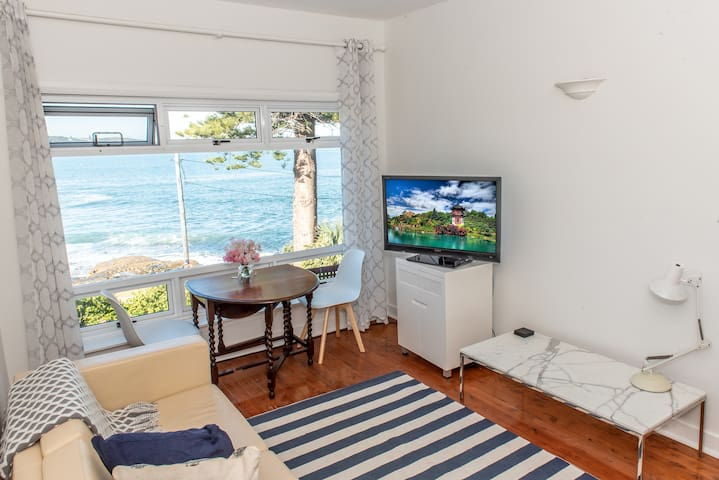 Fairlight Absolute Waterfront Apartment