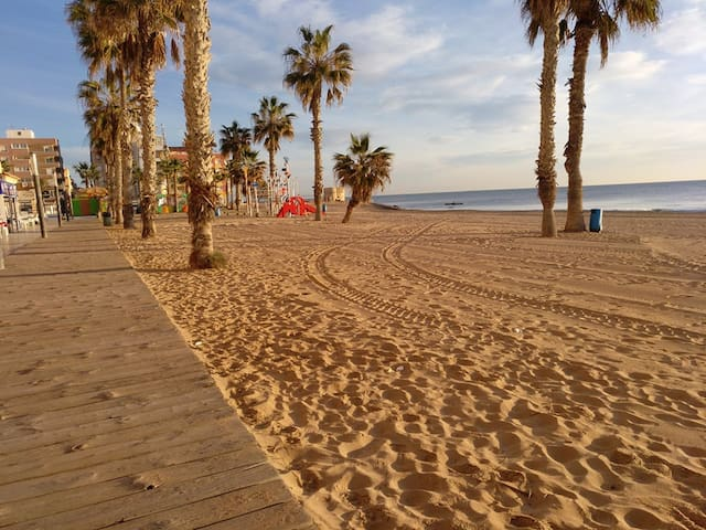 A minute to the Beach - La Mata