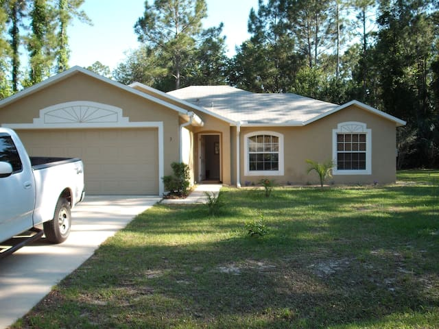 Peaceful Retreat minutes from the beach
