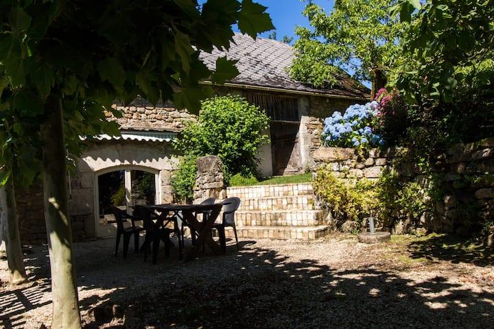 'E'table' gites charlannes   Vallée de la Dordogne