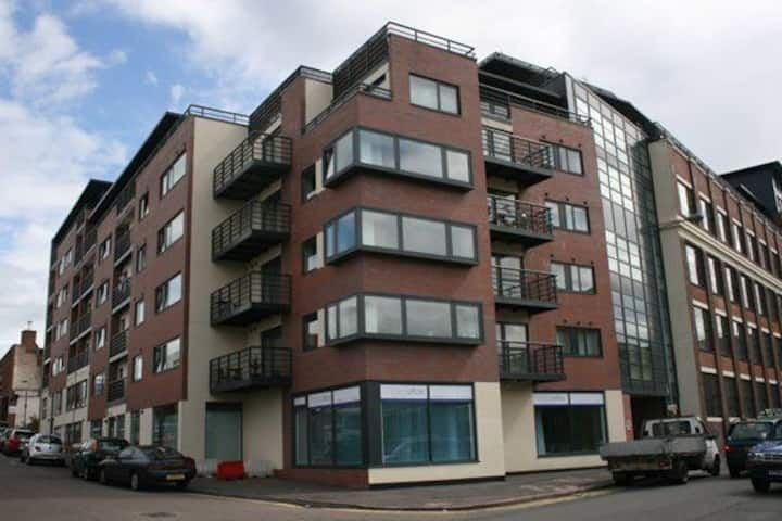 2 bed Apt in Digbeth with off street parking