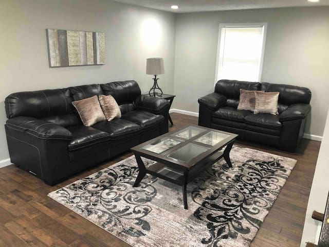 Newly renovated house 9 minutes from downtown!