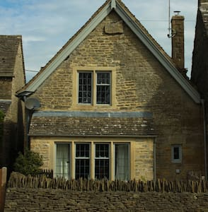 Delightful 4 bedroom Cotswold character cottage