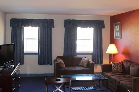 King Bed Suite w living room and a private bath - Falls Church