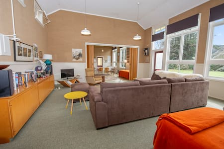 Beaumont School Holiday Home. Groups, couples!