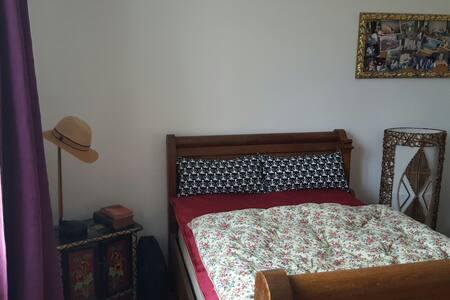 Chambres simple , mais sympathique - Bagnols-sur-Cèze - Casa