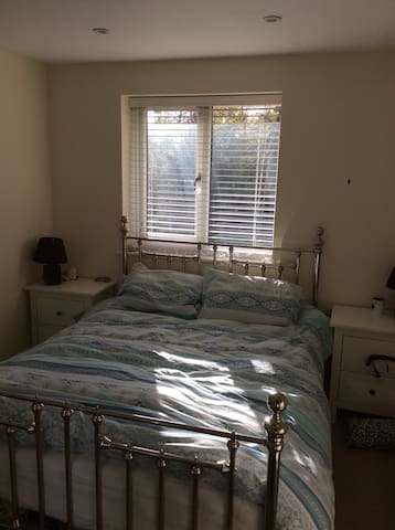 Modern 1 bed flat central crowthorne - Crowthorne - Apartament