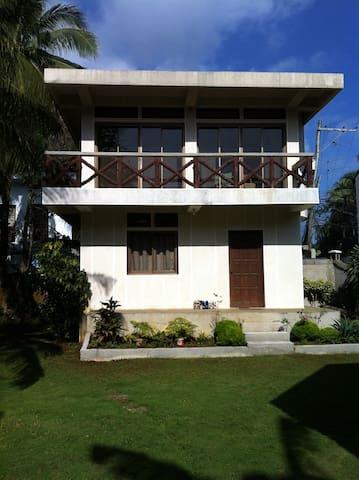 Spacious 2-storey house with garden - Malay - House