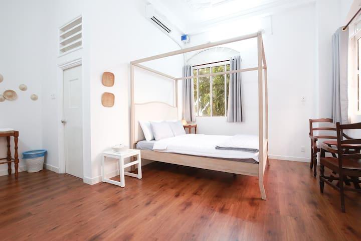Master Bedroom With Balcony Near Japanese Area - นครโฮจิมินห์ - บ้าน