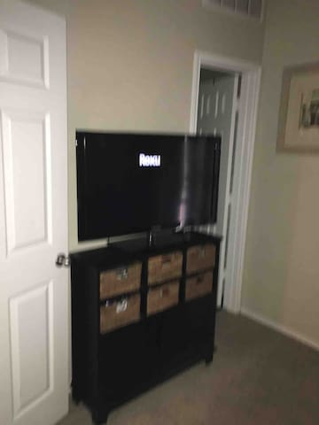 DFW Private RM & Bath, Gym and 22 mile trail