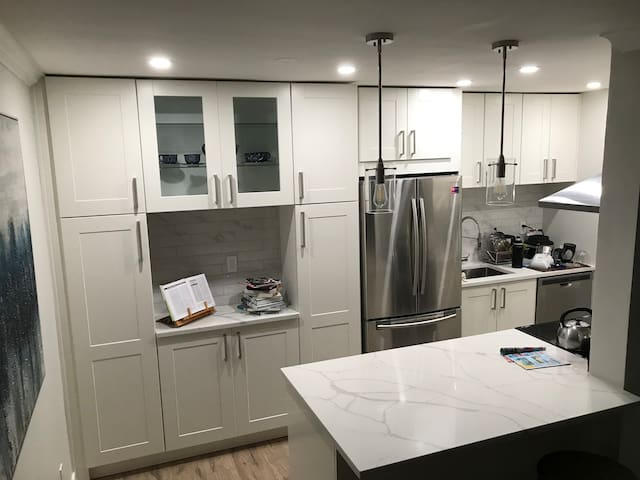 Modern 2bedroom apartment close to Vancouver