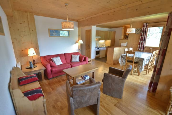 Stylish 3 bed apt for up to 6 next to the slopes!
