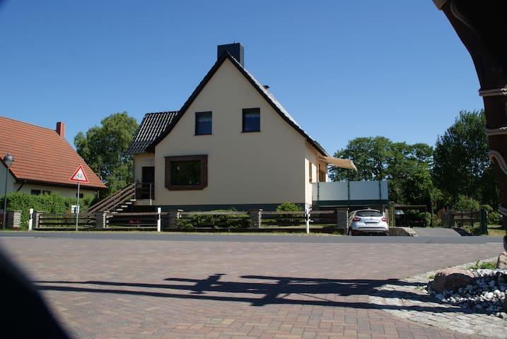 Ruhige Ferienwohnung am Ortsrand - Trassenheide - Apartment