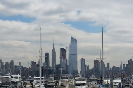"Clever low cost opportunity incl. ""Big Apple View"" - Weehawken - Boat"