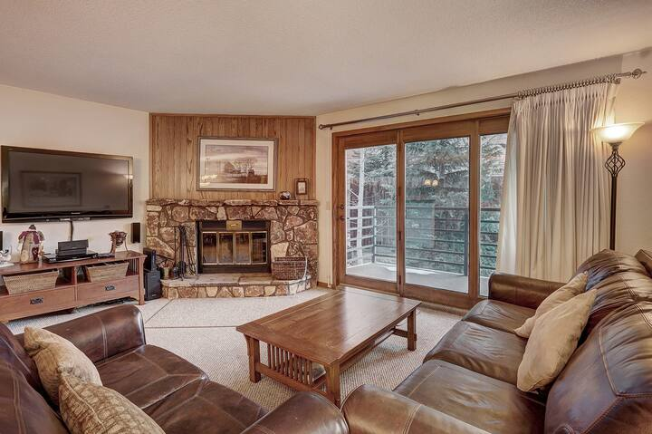 Gold Rated 2 Bedroom Condo in Fantastic Location - Close to the Slopes!