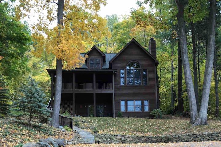 Cozy Keuka Lake Family Retreat