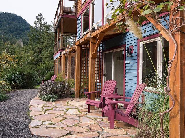 Hideaway bed and breakfast - Bowen Island - Wikt i opierunek