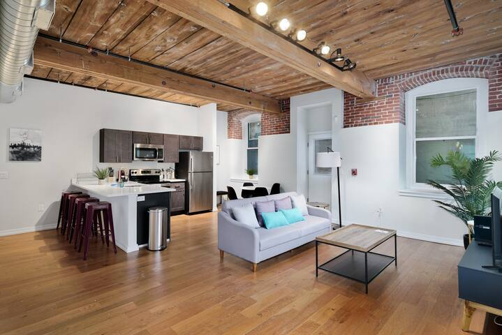Spacious 2BR/2BA with Patio in Northern Liberties