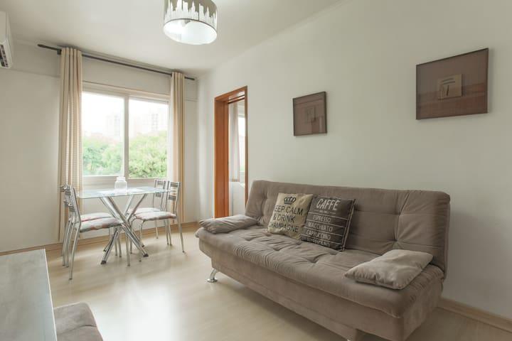 Ótimo apartamento junto ao Shopping Iguatemi.
