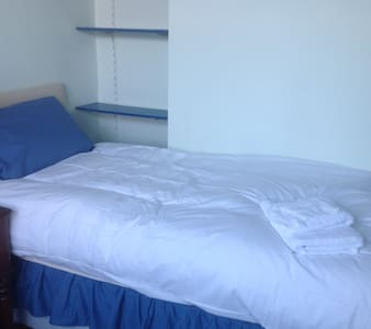 Lovely ground floor single room in large house. - Ipswich - Casa