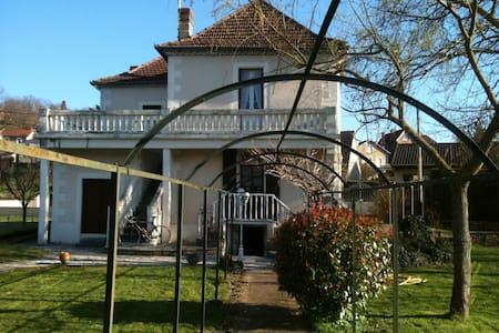 """Villa """"l'Oltoise"""" - Capdenac-Gare - House"""
