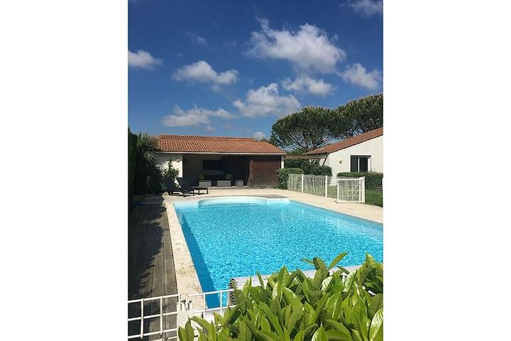 Villa moderna con piscina privada en Poitou Charente