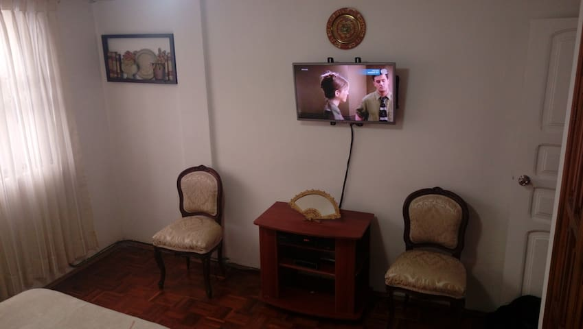 Habitación con baño agua caliente norte de Quito