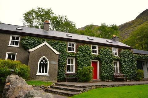 Boathouse Cottage 1