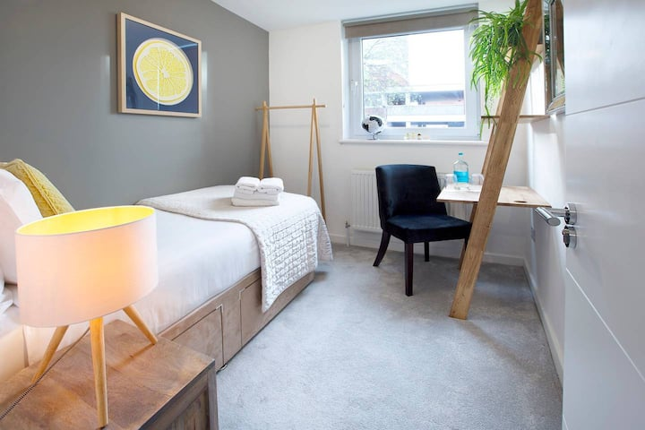Uber Clean & Modern. Perfect for a stay in London