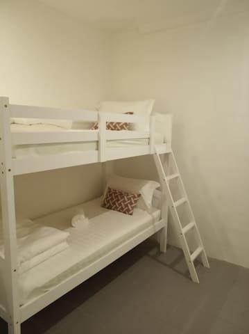 仙本那光环酒店 (HALO HOTEL)  双层床(无窗)含早,共用浴室