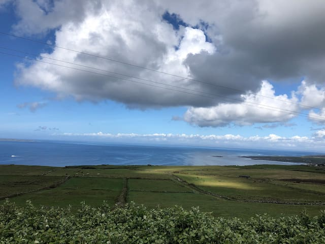 Ocean & Farm View (Cliffs of Moher 2km/Doolin 5km)