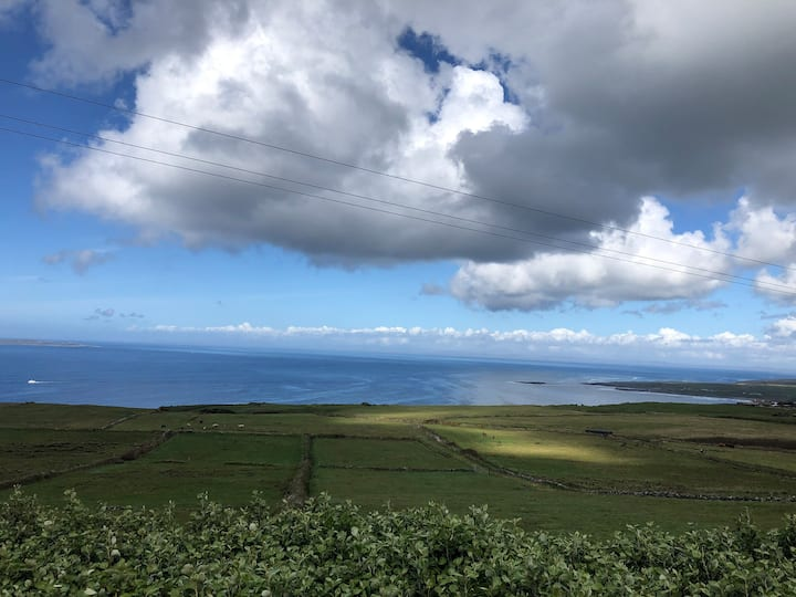 Ocean & Farm View (Cliffs of Moher 2km/Doolin 5km)