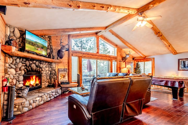 High Timber Getaway-Hot Tub-Pool Table-Great Decks