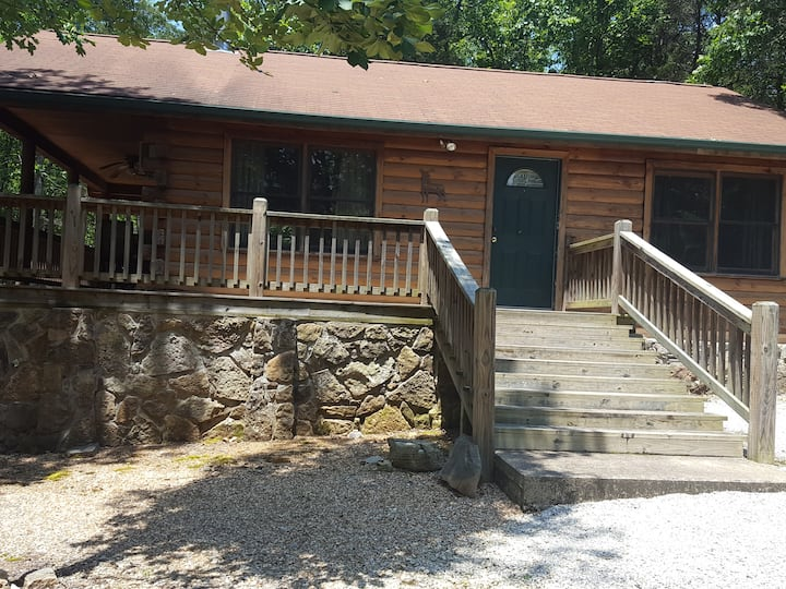 Ruthie Mountain Log Cabin- Private - on 11 acres