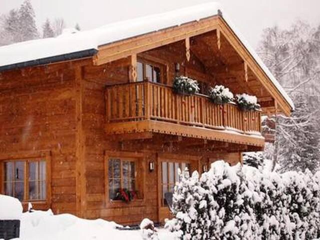 Modernes Holz-Chalet 9P 3SZ/BZ Skisaison Oktober bis Mai, Niedernsill bei Kaprun-Zell/See