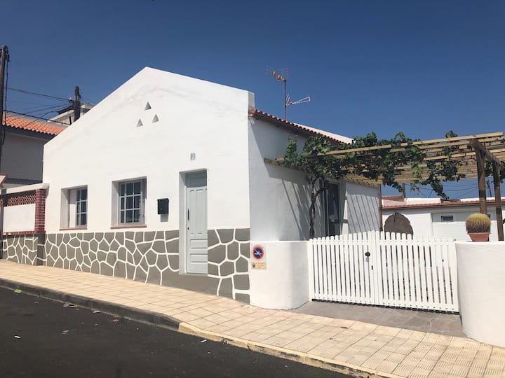 El hierro, Perfect Location, Casita de la parra