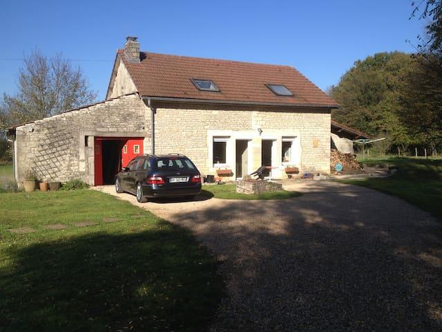 Chambre individuelle dans maison proche gare TGV - Geneuille - Huis
