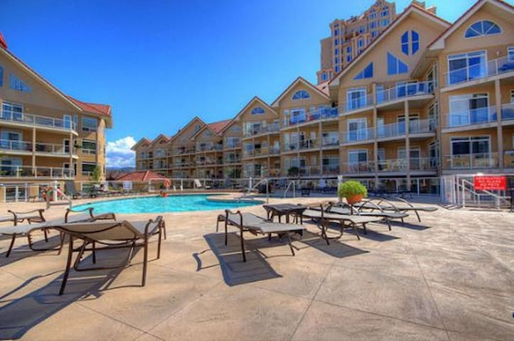Waterfront Resort - Walk Everywhere! - Kelowna - Apartemen