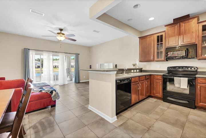 Cozy Townhome + Hotel Standard w/amenities