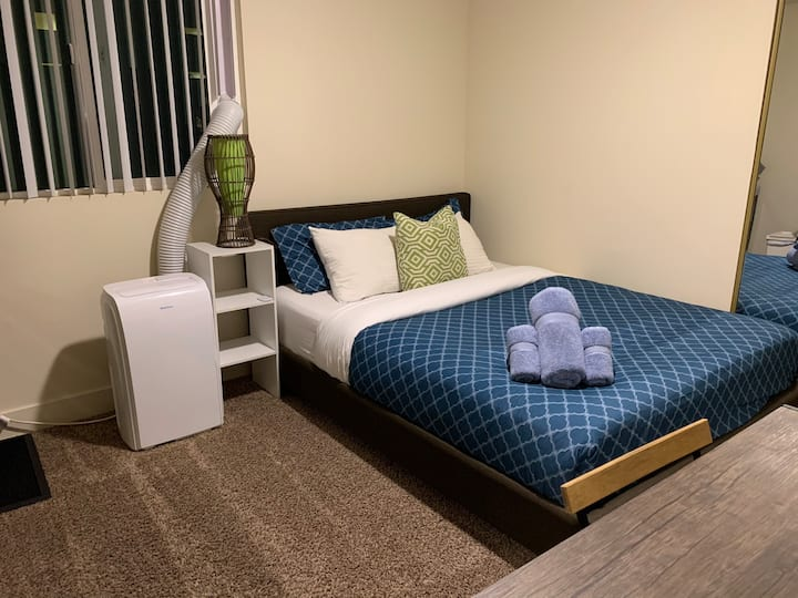 Cozy room near Memorial Coliseum