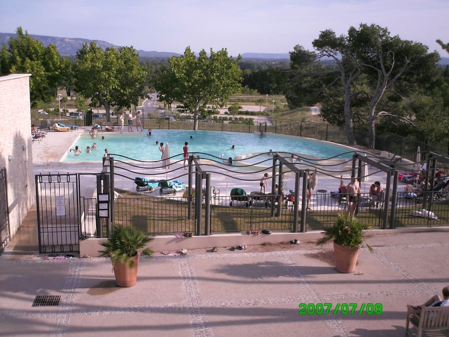 La pin de apartments for rent in l 39 isle sur la sorgue for Piscine isle sur sorgue