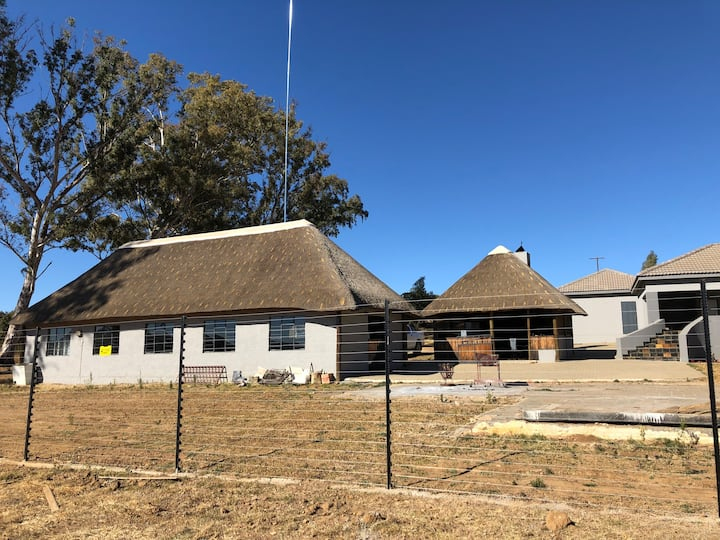 Cosy separate bungalow on Spendpenny Guest Farm