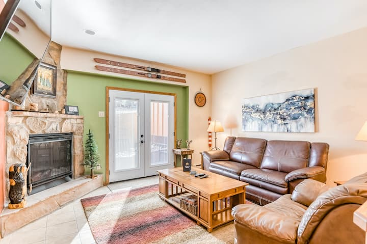 Homey condo w/ fireplace, flat screens, stereo & ski access!