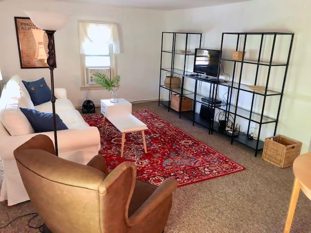 2 bedroom duplex in quiet neighborhood