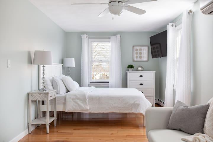 Bedroom #2: Top Floor Master Bedroom (Queen Bed with Sofabed)
