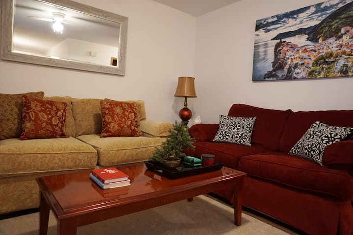 2BR / 1BA Close to Lake, Golfing, Wine & Weddings!