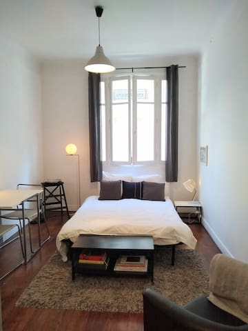 Central modern studio in the heart of Paris