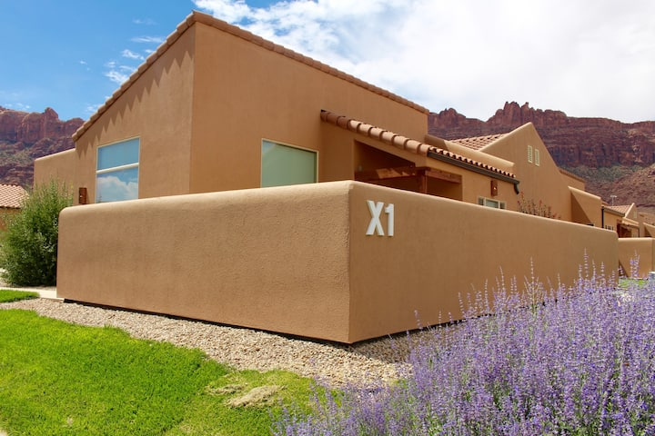 Desert Oaisis ~ X1, Private Hot Tub, Pet Friendly Condo, Outdoor Complex Pool, Private Patio, Stunning Views  - Desert Oasis ~ X1