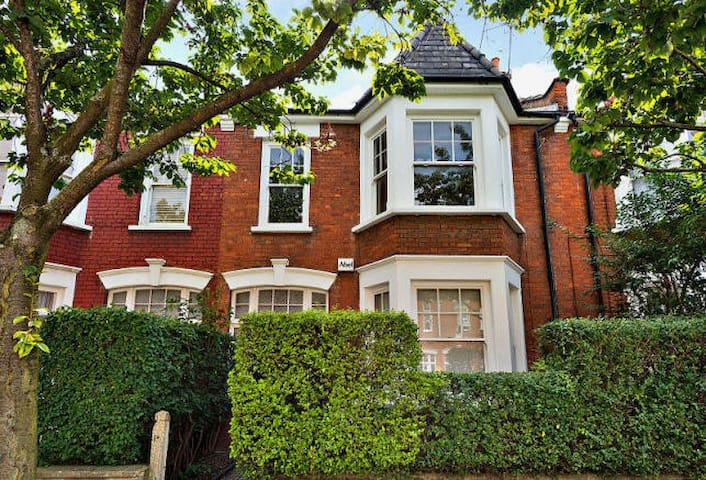 Victorian Oasis in Islington. Sleeps up to 6! - London - Rumah