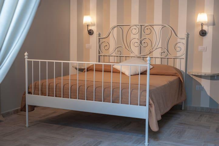 B&B Pontenuovo bed - Camera Massimo Troisi